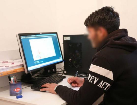 Bilgisayarı ve interneti olmayan öğrenci online eğitim için Erzurum'dan Ankara'ya geldi