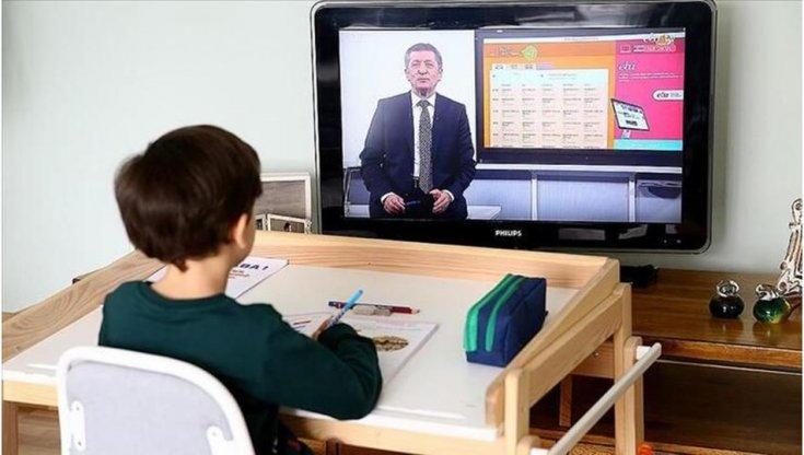 Bilim Kurulu, yüz yüze eğitimin 1 ay daha başlamaması önerisinde bulundu, Bakan Selçuk okulların uzaktan eğitimle açılacağını duyurdu