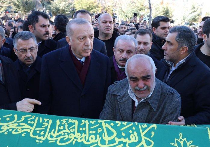 Erdoğan depremde ölenlerin cenazesinde konuştu: Kimseyi aç ve açıkta bırakmayacağız; dedikodulara kulak asmayın