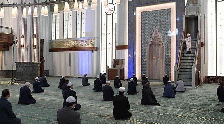 Diyanet'ten cuma namazı kararı: Her hafta bir camide, asgari düzeyde katılımla kılınacak