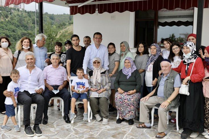 Ekrem İmamoğlu, Kurban Bayramı için gittiği Trabzon'da akrabalarıyla bir araya geldi