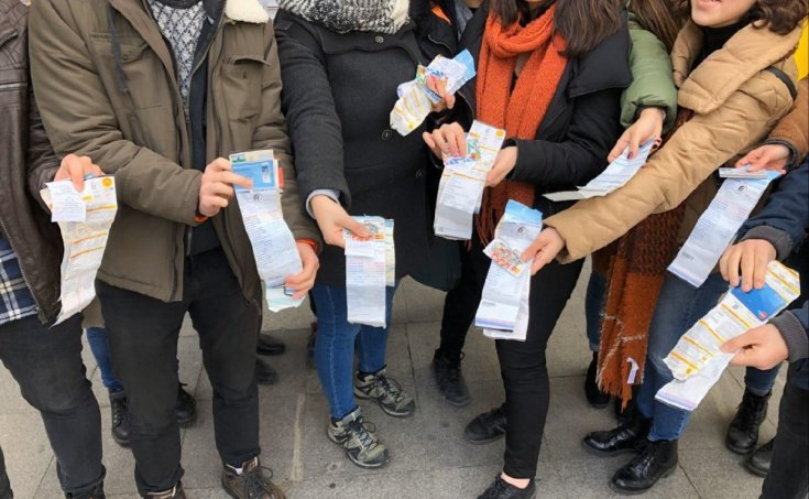 Faturalarını ödeyemeyen öğrencilerden 'yetersiz bakiye' eylemi