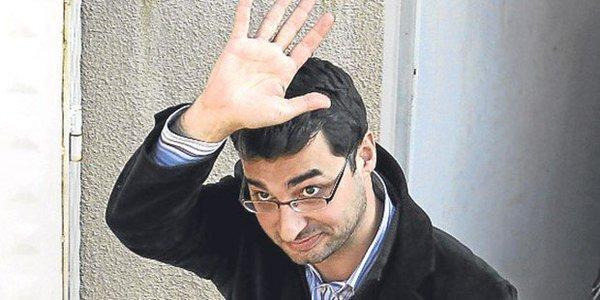 Gazeteci Barış Terkoğlu sabaha karşı evinden gözaltına alındı