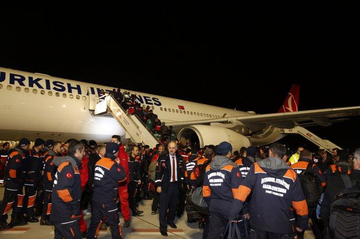 İBB, Elazığ'da 158 personel 23 araçla çalışmalara katılıyor