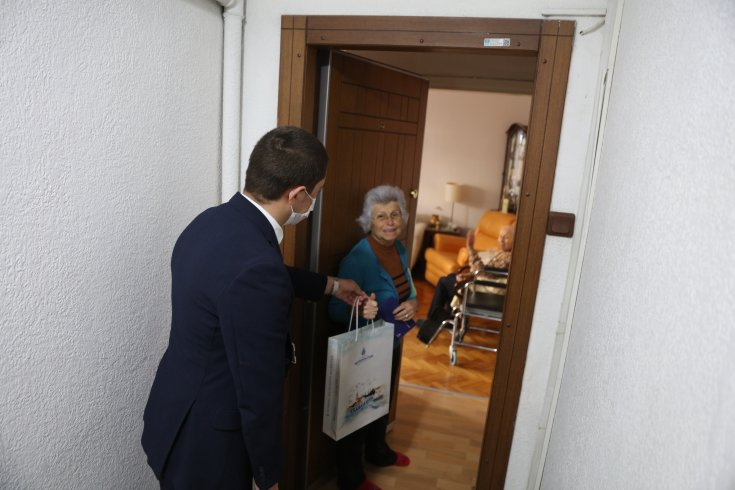 İmamoğlu'ndan 100 yaşın üzerindeki İstanbullulara bayram tebriği