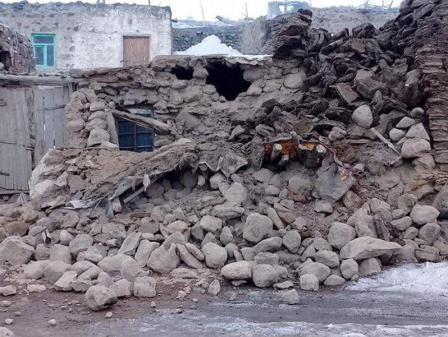 İran'da meydana gelen 5.9 büyüklüğündeki depremde Van'da 9 kişi hayatını kaybetti