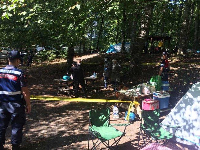 Karantinada olması gereken 2 kişi, Yedigöller'de kampta yakalandı