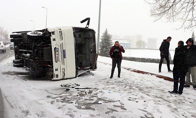Kayseri'de işçi servisi devrildi: 21 yaralı