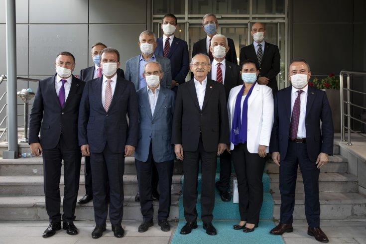 Kılıçdaroğlu, CHP'nin 37. Olağan Kurultayı öncesi partisinin büyükşehir belediye başkanlarını Ankara'da topladı
