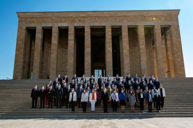 Kılıçdaroğlu ile 37. Olağan Kurultay'da seçilen PM ve YDK üyelerinden Anıtkabir'e ziyaret