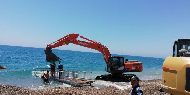 Manavgat Belediyesi, engelli yurttaşlar için plaj hazırlıyor