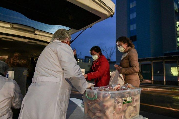 Mansur Yavaş'tan sağlık çalışanları ile hasta ve yakınları için sıcak çorba hizmeti