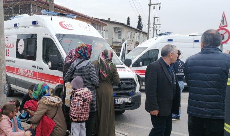 Öğrencileri taşıyan minibüs kaza yaptı: 1'i ağır 27 kişi yaralandı