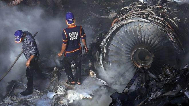 Pakistan'da uçak kazası: Ölü sayısı 97'ye yükseldi
