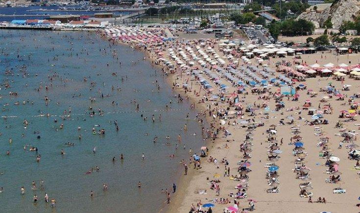 Şile sahilinde adım atacak yer kalmadı, yoğunluk nedeniyle plaja araç girişleri kapatıldı