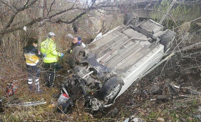 Sivas'ta otomobil devrildi: 4 ölü, 1 yaralı