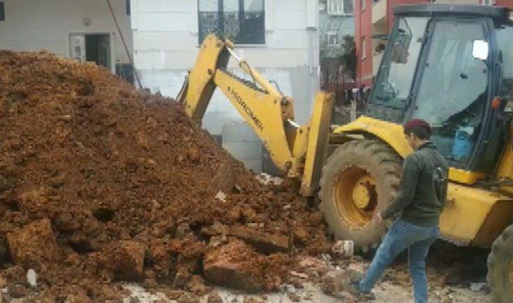 Sultanbeyli'de inşaat işçisi göçük altında kaldı