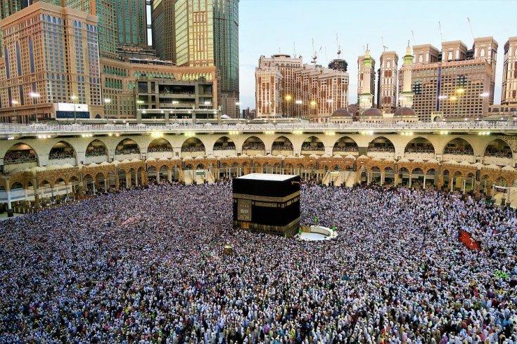 Suudi Arabistan koronavirüs nedeniyle umre ziyaretlerini askıya aldı