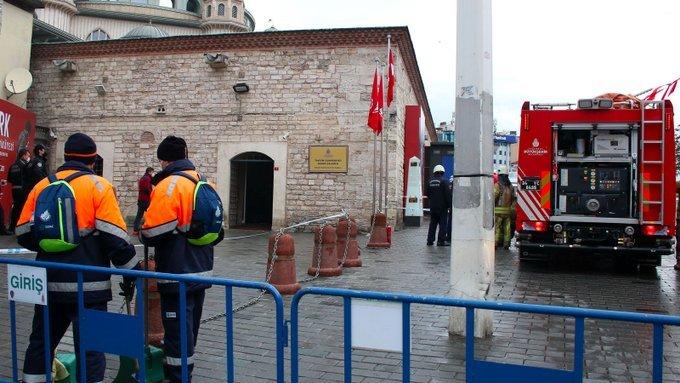 Taksim'deki Cumhuriyet Sanat Galerisi'nde yangın çıktı