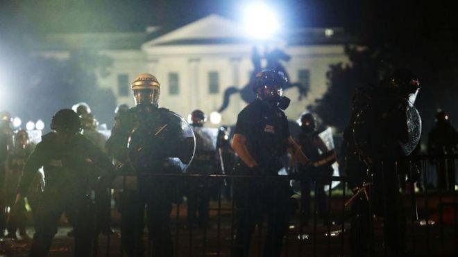 """""""Trump, Beyaz Saray önündeki protestolar sırasında yeraltındaki sığınağa götürüldü"""""""