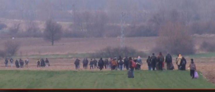 Türkiye'nin İdlib saldırısı sonrası durdurmama kararı aldığı göçmenler Edirne'den Yunanistan sınırına yürüyor