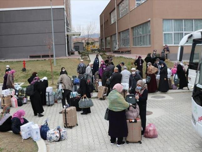Umre dönüşü Erzurum'a gitmek için otobüs tutan 28 kişilik kafile yoldan çevrilip karantinaya alındı