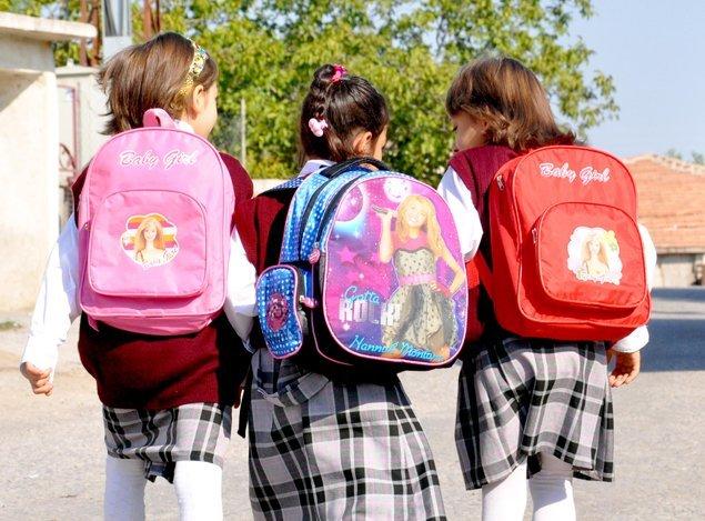 Yaş arttıkça kızlarda okullaşma azalıyor