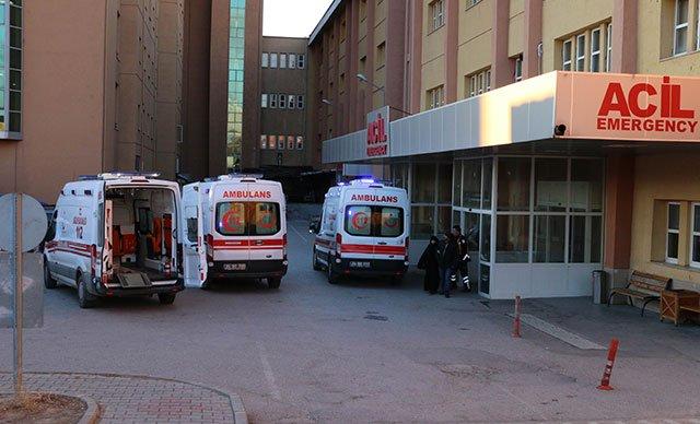 Yolcu otobüsü karla mücadele aracına çarptı: 17 yaralı