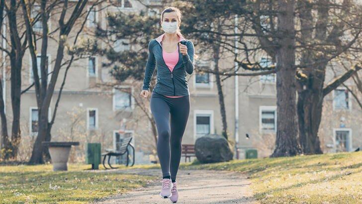 Yürürken ve koşarken koronavirüse yakalanabilirsiniz ...