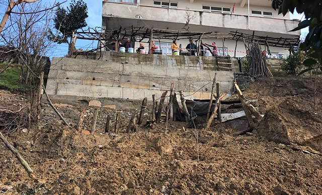 Zonguldak'ta, 9 kişinin oturduğu binaya 'heyelan' tahliyesi
