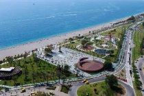 Antalya Büyükşehir Belediyesi, Hülya Koçyiğit'in damadına 28 yıllığına kiralanan sahilde 15 milyon liralık zarar tespit edince sözleşmeyi iptal etti