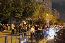 Binali Yıldırım'ın güvenliği için yurttaşlar hasarlı binaların önünde bekletildi