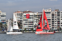 Cumhuriyet'in 97. yılında yelkenliler, Körfez'den İzmirlileri selamladı