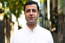 Demirtaş'tan sosyal medyada kendisini takip ettiği için atılan yurttaşa iş bulma sözü