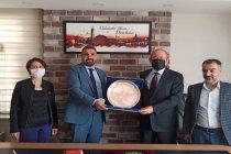 Diyarbakır Kantinciler Derneği'nden CHP'li Hamzaçebi'ye plaket