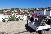 Yılmaz Özdil'in Bodrum'daki villasındaki kaçak eklentiler yıkılıyor
