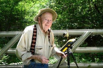102 yaşındaki ABD'li adam sonunda emeklilik kararı aldı: 'Emekliliğimi okuyarak ve çiftçilik yaparak geçirmeyi planlıyorum'