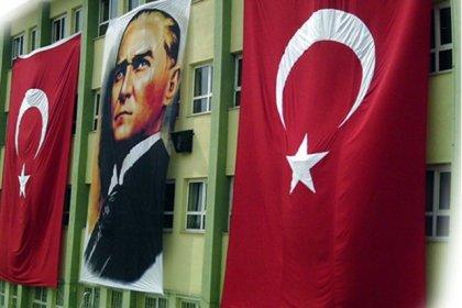 23 Nisan'da okullara bayrak asılmasını isteyen öğretmene soruşturma