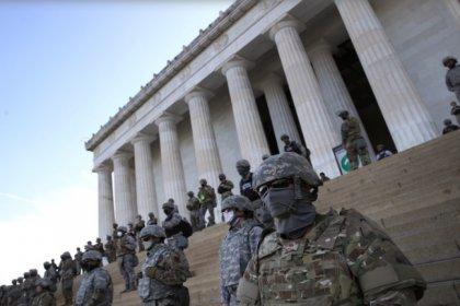 ABD'de 'George Floyd protestoları devam ediyor: 5 polis memuru vuruldu, Beyaz Saray'ın etrafına yeni teller çekildi