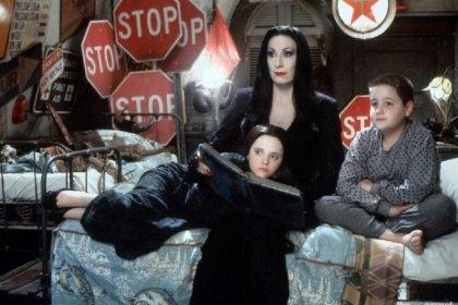 Addams Ailesi, Tim Burton ile televizyonda izleyicilerle buluşacak