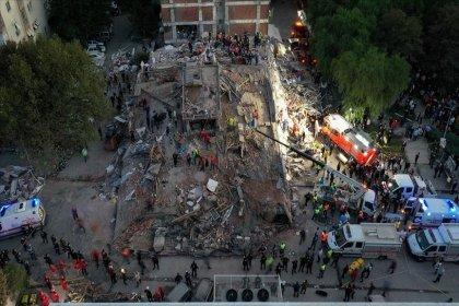 AFAD İzmir depremine ilişkin son duyurusunda: '1'i boğulma sonucunda olmak üzere toplam 17 vatandaşımız hayatını kaybetmiş, 709 vatandaşımız yaralanmıştır' denildi
