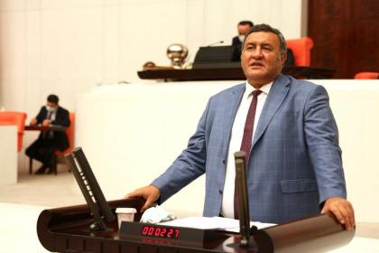 AKP, stajyer ve çıraklara da acımadı; CHP Milletvekili Ömer Fethi Gürer'in Kanun Teklifi, AKP'li milletvekillerinin oylarıyla reddedildi