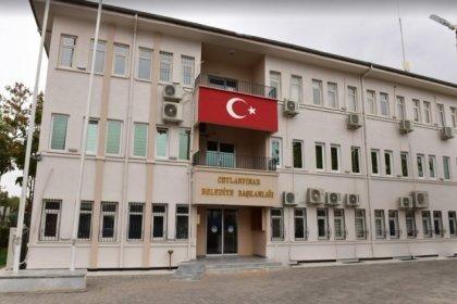 AKP'liler belediyeyi bastı, belediye başkanını darbetti