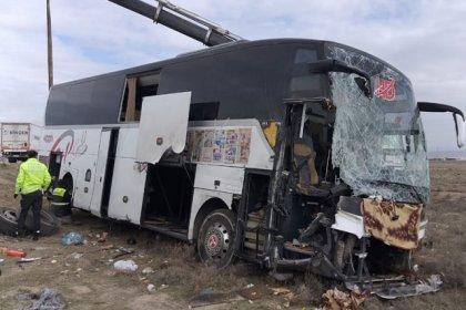 Aksaray'da yolcu otobüsü TIR'a çarptı: 44 yaralı