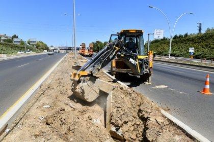 Ankara Büyükşehir Belediyesi: Refüjlere dikilen ağaçların kuruma nedeni susuzluk değil, önceki yönetim ağaçları asfalta dikmiş