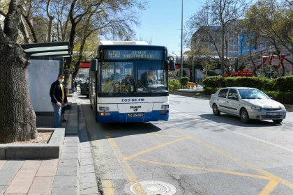 Ankara Büyükşehir Belediyesi, sağlık çalışanları için otobüs güzergâhlarında düzenlemeye gitti