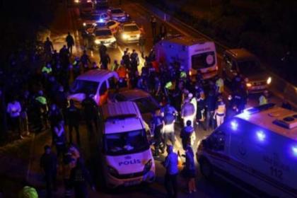 Ankara'da bir otomobil polis uygulama noktasında daldı: 5'i polis 7 kişi yaralandı