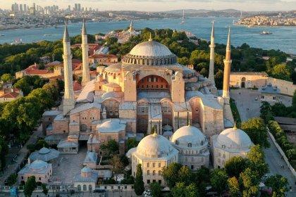 Ayasofya camiye çevrildiği için 1 milyon TL harcanmış!