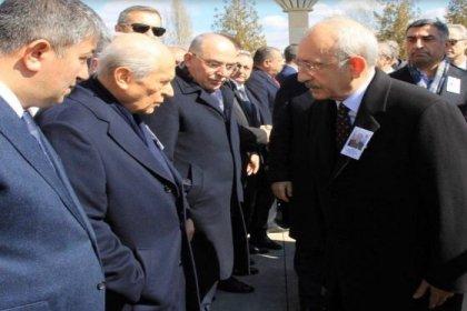 Şehit cenazesine katılan Bahçeli, Kılıçdaroğlu ile tokalaşmamak için elini cebinden çıkarmadı