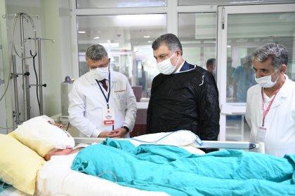 Bakan Koca'dan Lütfü Kırdar Şehir Hastanesi'nde tedavi gören yurttaşlara ziyaret